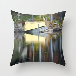 Queensland Lake reflection Throw Pillow