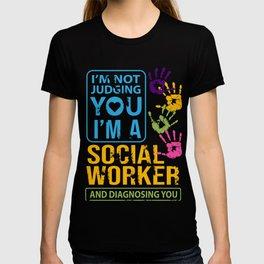 Im Not Judging You Im A Social Worker Gift  T-shirt