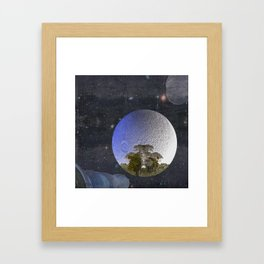 'Faint indeterminate glimpses... Framed Art Print