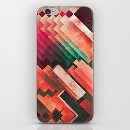 cylyr fyylds iPhone Skin