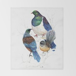 thee birds in a tree Throw Blanket