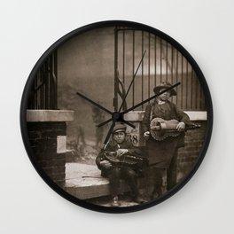 Musiciens de rue vielle à roue Wall Clock