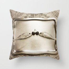 Entre peces y cerezas Throw Pillow