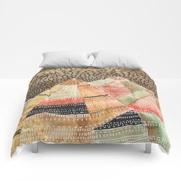 Pattern in the mountains Comforters