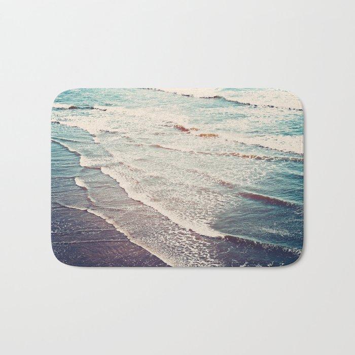 Ocean Waves Retro Bath Mat