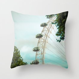In love whit London I Throw Pillow