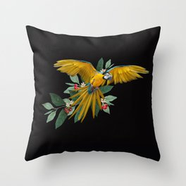 Macaw´s flight Throw Pillow