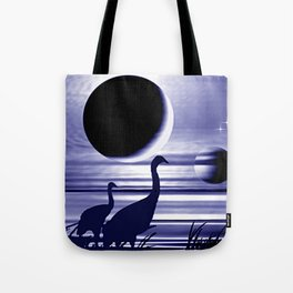 Kraniche am Ufer. Tote Bag
