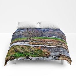Winter am Fluss Comforters
