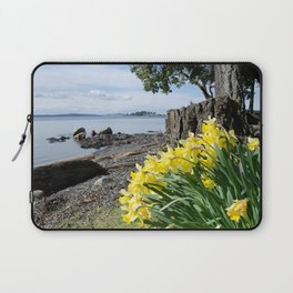 DAFFODILS OF SPRING IN THE SAN JUAN ISLANDS Laptop Sleeve