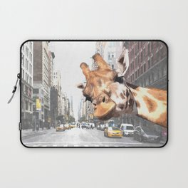 Selfie Giraffe in New York Laptop Sleeve