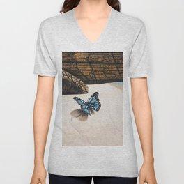 Le papillon de l'amour bleu azur Unisex V-Neck