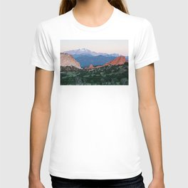 Sunrise at Garden of the Gods and Pikes Peak T-shirt
