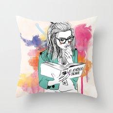 Aparências Throw Pillow