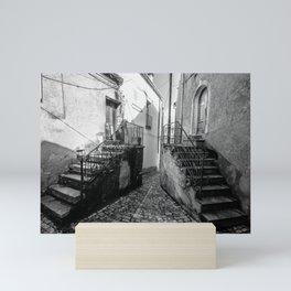 le scarpe del gigante di pietra Mini Art Print