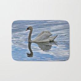 Proud mute swan Bath Mat