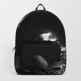 Silver skull tulip stileben 1 Backpack