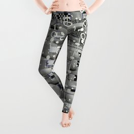 Knowing Wink (P/D3 Glitch Collage Studies) Leggings