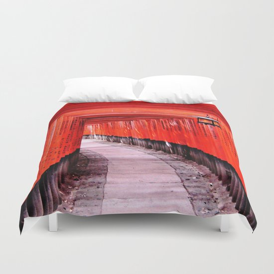 Through the Gates (Kyoto, Japan) Duvet Cover