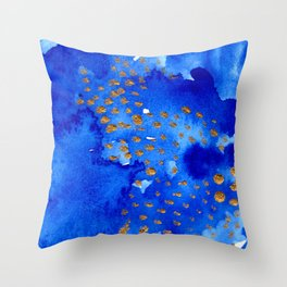 gold snow I Throw Pillow
