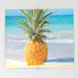 Aloha Pineapple Beach Kanahā Maui Hawaii Throw Blanket