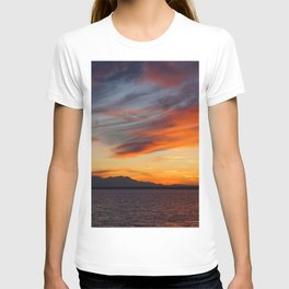 marvelous sunset over the sea T-shirt