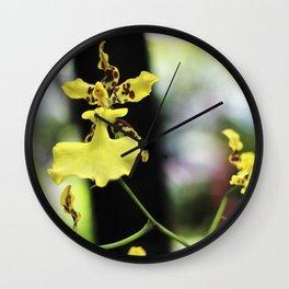 Hadas en el jardín Wall Clock
