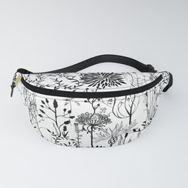 natur beauty in black/white Fanny Pack