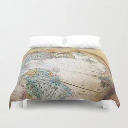 Globe-Trotting Gecko Duvet Cover