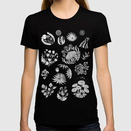 Flowers pattern ink art black and white T-shirt
