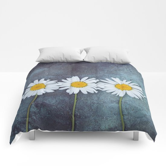 Three marguerites Comforters
