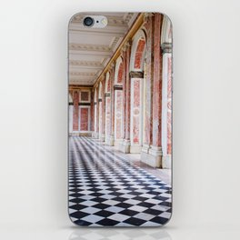 le couloir rose iPhone Skin