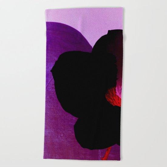 fleur noire Beach Towel