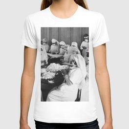 Emergency hospital wards during Influenza Epidemic (1918) T-shirt