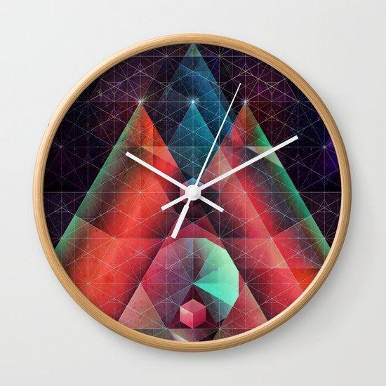 tyssyllyxxn ylltymyt Wall Clock