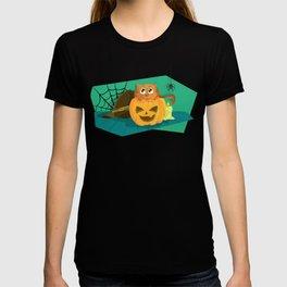 Cat in Fear on Pumpkin Halloween Design T-shirt
