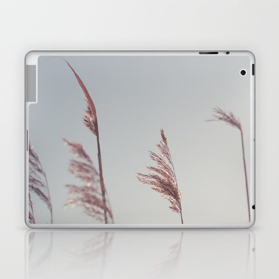 winter dies... Laptop & iPad Skin