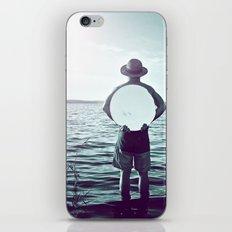 L'homme au miroir iPhone Skin