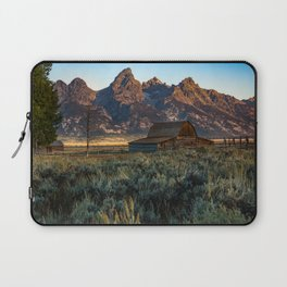 Wyoming - Moulton Barn and Grand Tetons Laptop Sleeve