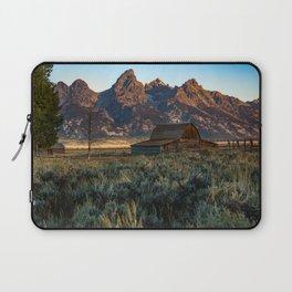 Wyoming - Moulton Barn and Grand Tetons Laptop Sleeve
