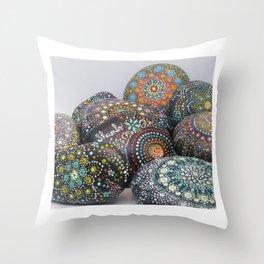 Pierres d'énergie Throw Pillow