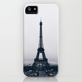 Un hiver à Paris iPhone Case