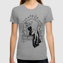 Jessica Rabbit on a Hairdresser T-shirt