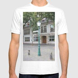 Zons - Straßenlaterne vor dem Rheintor T-shirt