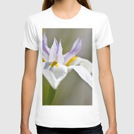 White Iris, close up - Botanical Photography T-shirt