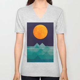The ocean, the sea, the wave - night scene Unisex V-Neck