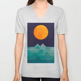 The ocean, the sea, the wave - night scene Unisex V-Neck