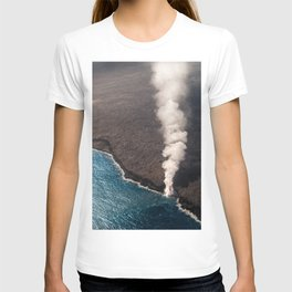 Kamukona molten hot lava stream sprouting into the Pacific Ocean in Hawaii T-shirt