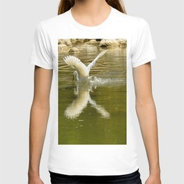 The heron lays on the placid river... T-shirt
