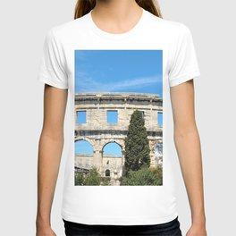 pula croatia ancient arena amphitheatre T-shirt